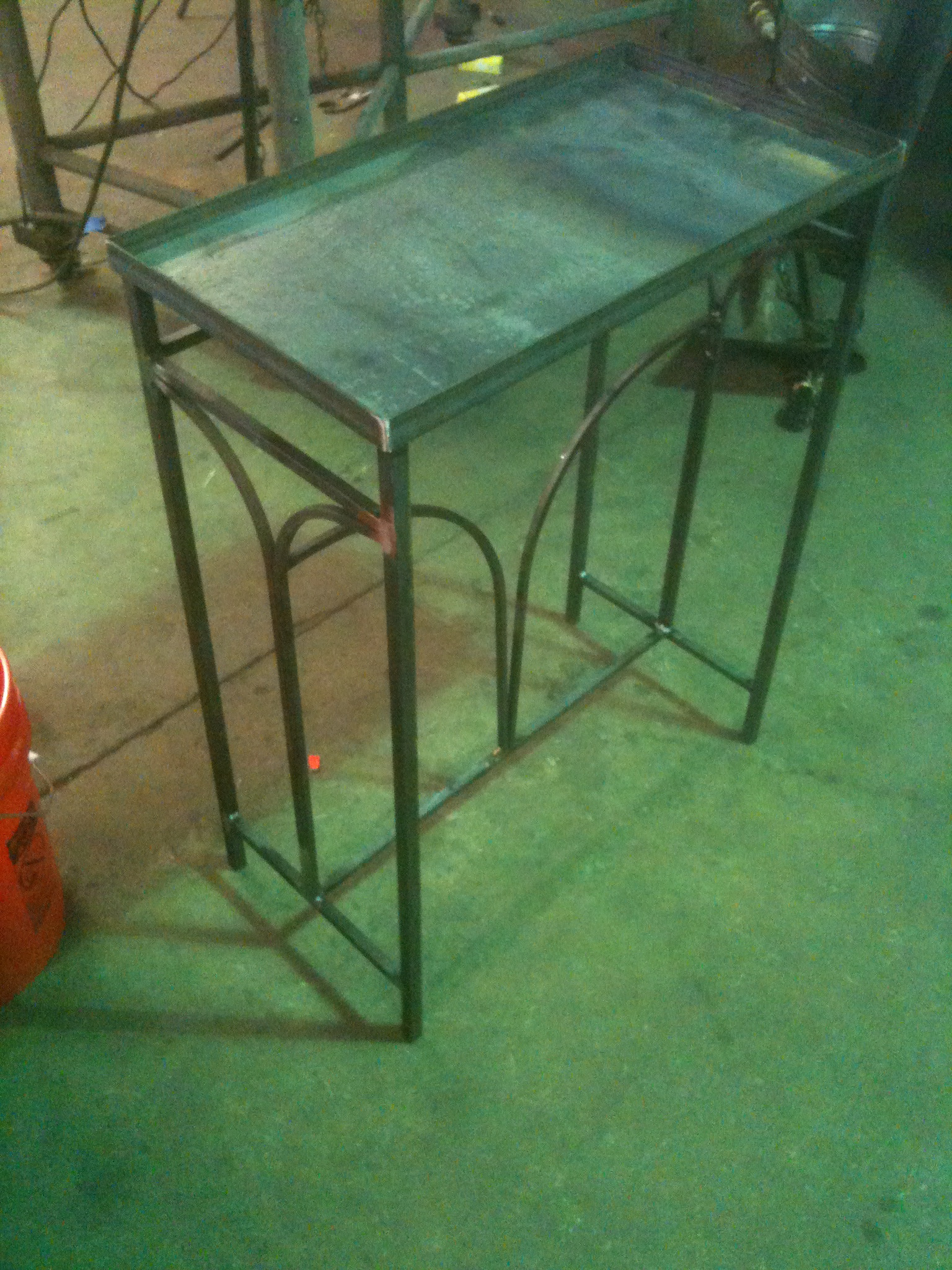 Table – Arched Design