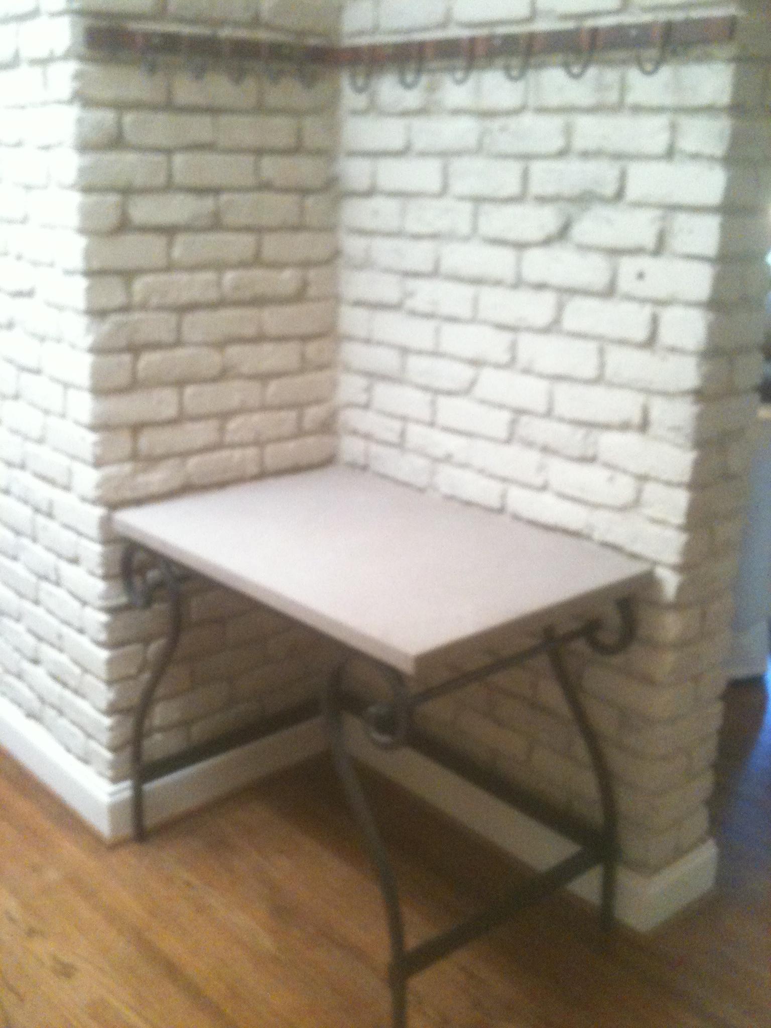 Table – Corner Kitchen
